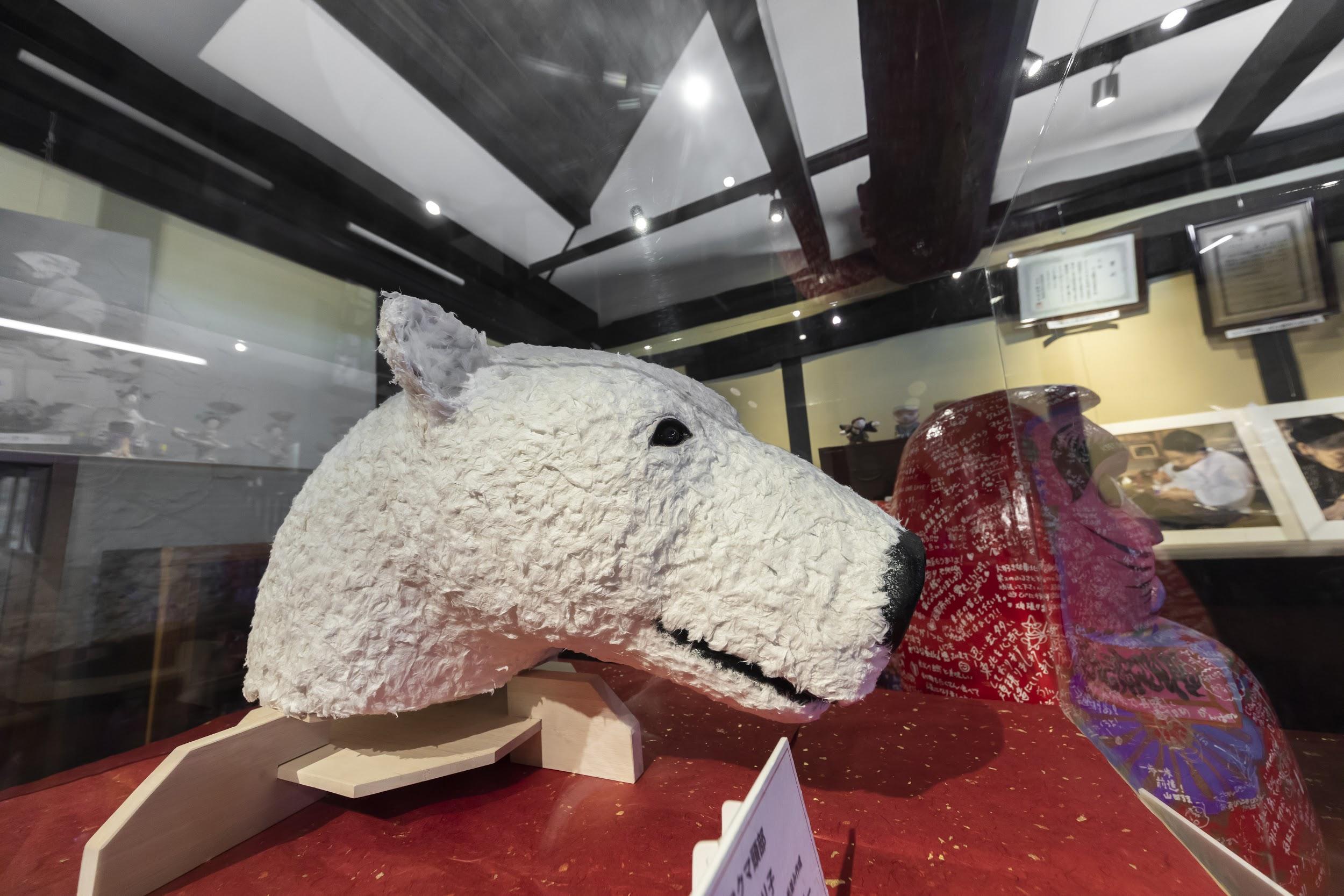 実物は中田さん側が所持されているため、橋本さんが頭部だけ再現したシロクマの張り子